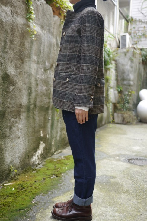 """f520da68c9271 LOOK9:エタブルのツイードジャケット(""""MOON""""レッド)+デニムパンツのスタイル"""